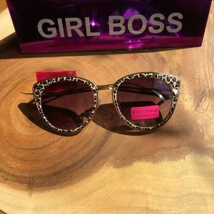 NWT Betsy Johnson Cat Eye Rims with Gold Frames